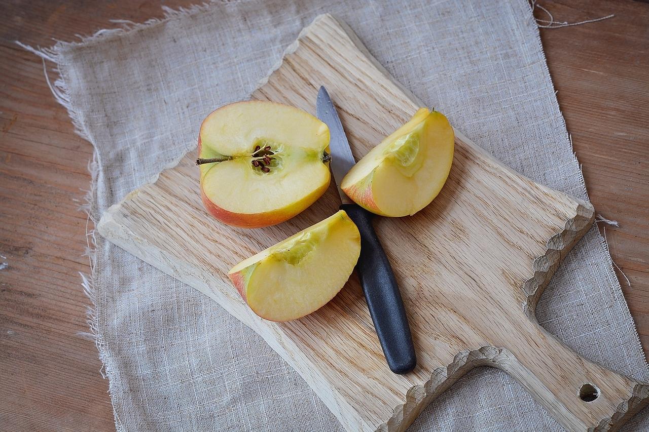 zdrowa dieta powinna zawierać owoce w tym jabłka